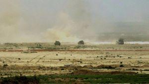 القاعدة تستولي على 3 سيارات أسلحة كانت في طريقها لمحافظة تعز