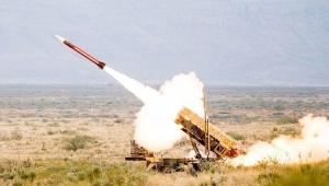 الحوثيون يعلنون استهداف معسكرا سعوديا في جازان بخمسة صواريخ بالستية