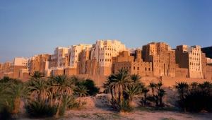 """""""مانهاتن الصحراء"""": الحرب في اليمن تعرض ناطحات السحاب القديمة للخطر (ترجمة خاصة)"""