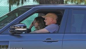 توم هانكس وزوجته يعودان لأمريكا بعد شفائهما من فيروس كورونا