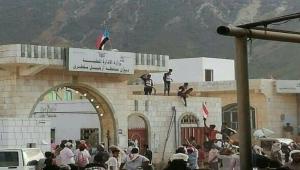 ما خيارات الشرعية بعد دعم السعودية الانقلاب في سقطرى؟ (تقرير)
