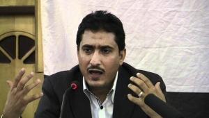 نائب برلماني يطالب الحكومة بإيضاحات حول 130 حاوية من نترات الأمونيوم محتجزة في ميناء عدن