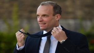 بسبب مسدس.. إيقاف ضابط مكلف بحماية وزير الخارجية البريطاني عن العمل