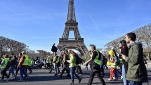 الشرطة الفرنسية: البلاغ عن قنبلة بمنطقة برج إيفل كاذب