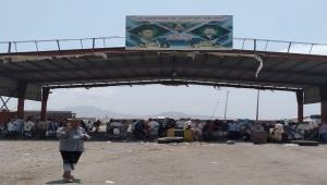 جنود يغلقون ميناء الحاويات ومعسكر التحالف في عدن احتجاجًا على انقطاع الرواتب