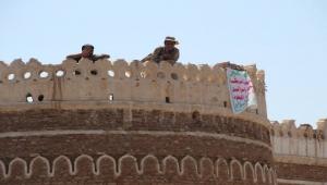 """مخططات الحوثيين لنهب منازل وممتلكات المواطنين.. """"أبو طارق"""" مشرف الحديدة نموذجاً"""