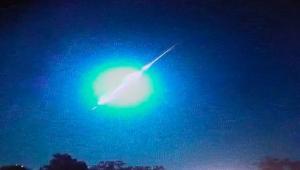انفجار نيزك فوق سماء البرازيل فور دخوله الغلاف الجوي