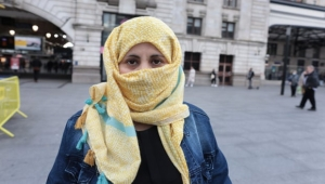 قطعت ثمانية حدود وبحار وصحاري.. رحلة امرأة يمنية مهاجرة وصلت بريطانيا لطلب اللجوء (ترجمة خاصة)