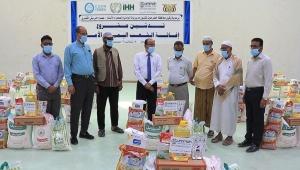بدء توزيع أكثر من تسعة آلاف سلة غذائية في حضرموت