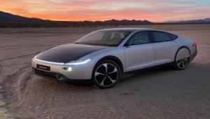 هل تستغني المركبات الكهربائية عن الشاحن؟.. الخلايا الشمسية تغزو عالم السيارات