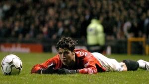 متاعب بسبب شعره وطريقة لعبه.. رونالدو وقصة تعرضه للتنمر في مانشستر يونايتد