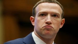 فضيحة زوكربيرغ كشفها اختراق فيسبوك.. مالك واتساب يستخدم التطبيق المنافس