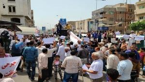 تواصل المظاهرات في تعز للمطالبة برحيل المحافظ وإقالة ومحاكمة الفاسدين
