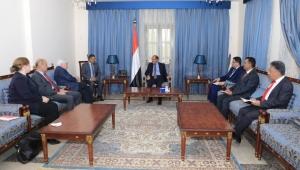 الأحمر: تصعيد الحوثي يعكس تحديه للمجتمع الدولي ورفضه لدعوات السلام
