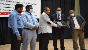 وزير الصحة العامة والسكان يكرم الكوادر الطبية بحضرموت بمناسبة يوم الطبيب اليمني