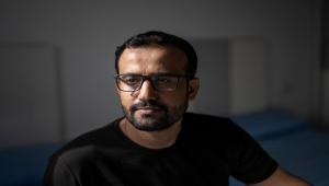 الصحفي عادل الحسني يكشف لصحيفة أمريكية قصة تعذيبه وسجنه في سجون الانتقالي والإمارات بعدن (ترجمة خاصة)