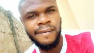طالب طب نيجيري يُصدم برؤية جثة صديقه في محاضرة تشريح