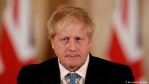 """جونسون يحمل إيران مسؤولية مهاجمة سفينة """"ستريت"""" ويلوح بالرد"""