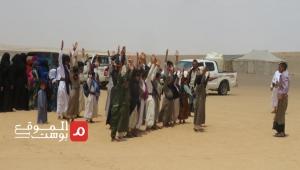 """مدارس """"البدو الرُحّل بمأرب"""".. 300 طالب يفترشون الرمل بلا معلمين ولا مناهج ولا فصول (تقرير)"""