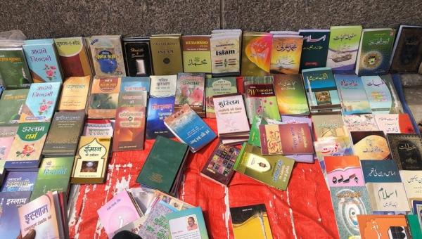 يضم مؤلفات عربية.. الكتب بالكيلوغرام في سوق خاص بدلهي