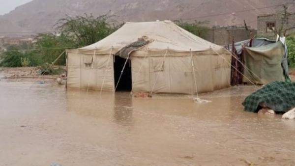 الأمطار تغرق مخيمات للنازحين في سيئون