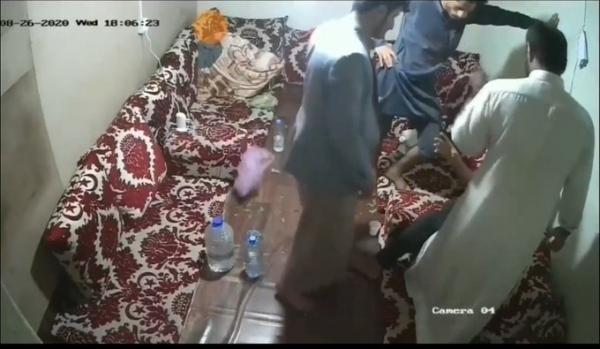 تنديد واسع بتعذيب الشاب الأغبري حتى وفاته على يد تاجر جوالات بصنعاء (فيديو)