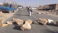 العثور على جثة مواطن وعليها آثار طعنات كثيرة في خط عمران مع العاصمة صنعاء