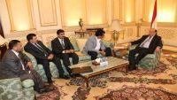محافظ الجوف يطرح على الرئيس هادي عددا من المطالب الملحة منها توفير موازنة المحافظة