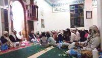 ذمار : الحوثيين يفرضون خطباء بقوة السلاح على مساجد بالمدينة