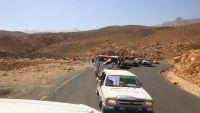 أبناء محافظة عمران يسيّرون قافلة غذائية دعما للجيش الوطني في جبهة نهم (صور)