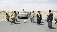 عمران.. مواطنون يقطعون الطريق الرئيسي في مديرية القفلة احتجاجا على إهمال الحوثيين للجرحى والأسرى