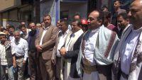 مليشيا الحوثي تعتذر لمسؤول في إب وتذبح ثورا (صور)