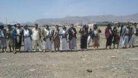 قبائل ذمار تحتشد في ميدان السبعين احتجاجا على اعتداء الحوثيين على أحد مشائخها