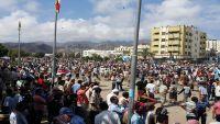 مسلحو الشنفرة يقطعون الخط العام بالضالع لمطالبة سلطات الحراك الإفراج عنه