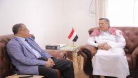 محافظ لحج يتهم بن دغر بمحاصرة المحافظة