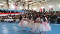 حرائر مأرب يوزعن الحلويات على جرحى الجيش الوطني في ذكرى ثورة 26 سبتمبر