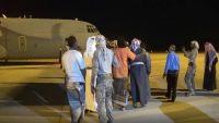 محافظ المهرة يصل الغيضة ويدشن الرحلات المدنية في المطار