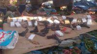 نقطة عسكرية بالضالع تضبط كمية مسدسات كانت في طريقها إلى عدن