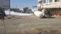 انقلاب مقطورة غاز وتسرب كامل عبوتها في أحد شوارع مدينة ذمار