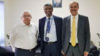 المبعوث الأممي يلتقي أمين عام مؤتمر حضرموت الجامع
