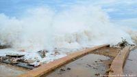 سلطات المهرة تدعو سكان المناطق الساحلية للجوء لمراكز الإيواء تحسبا للإعصار القادم