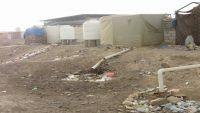المجاري والقمامة تغرق خيام مئة أسرة نازحة في متحف مأرب