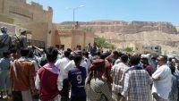 احتجاجات شعبية وإضراب للمعلمين بوادي حضرموت على وقع أزمات اقتصادية