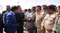 رئيس الحكومة يزور محافظة المهرة للاطلاع على الأضرار الذي خلفه الإعصار