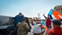 قيادة الانتقالي إلى المكلا بطائرة إماراتية .. أبو ظبي تواجه الشرعية مجدداً (تقرير)