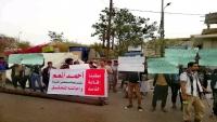 جرحى تعز يعتصمون للمطالبة بإقالة رئيس هيئة مستشفى الثورة