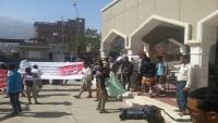 وقفة احتجاجية لجرحى تعز تطالب بإقالة مدير هيئة مستشفى الثورة