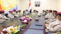 وزير الدفاع يبحث مع قيادة الجيش مستجدات حجة والضالع والبيضاء