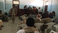 أمهات المختطفين بالحديدة تندد باختطاف الحوثيين للنساء