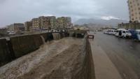 مناشدات لإنقاذ متضررين دمرت السيول منازلهم في تعز